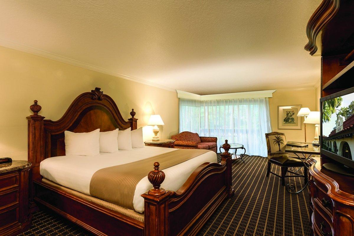 hotel honeymoon suite